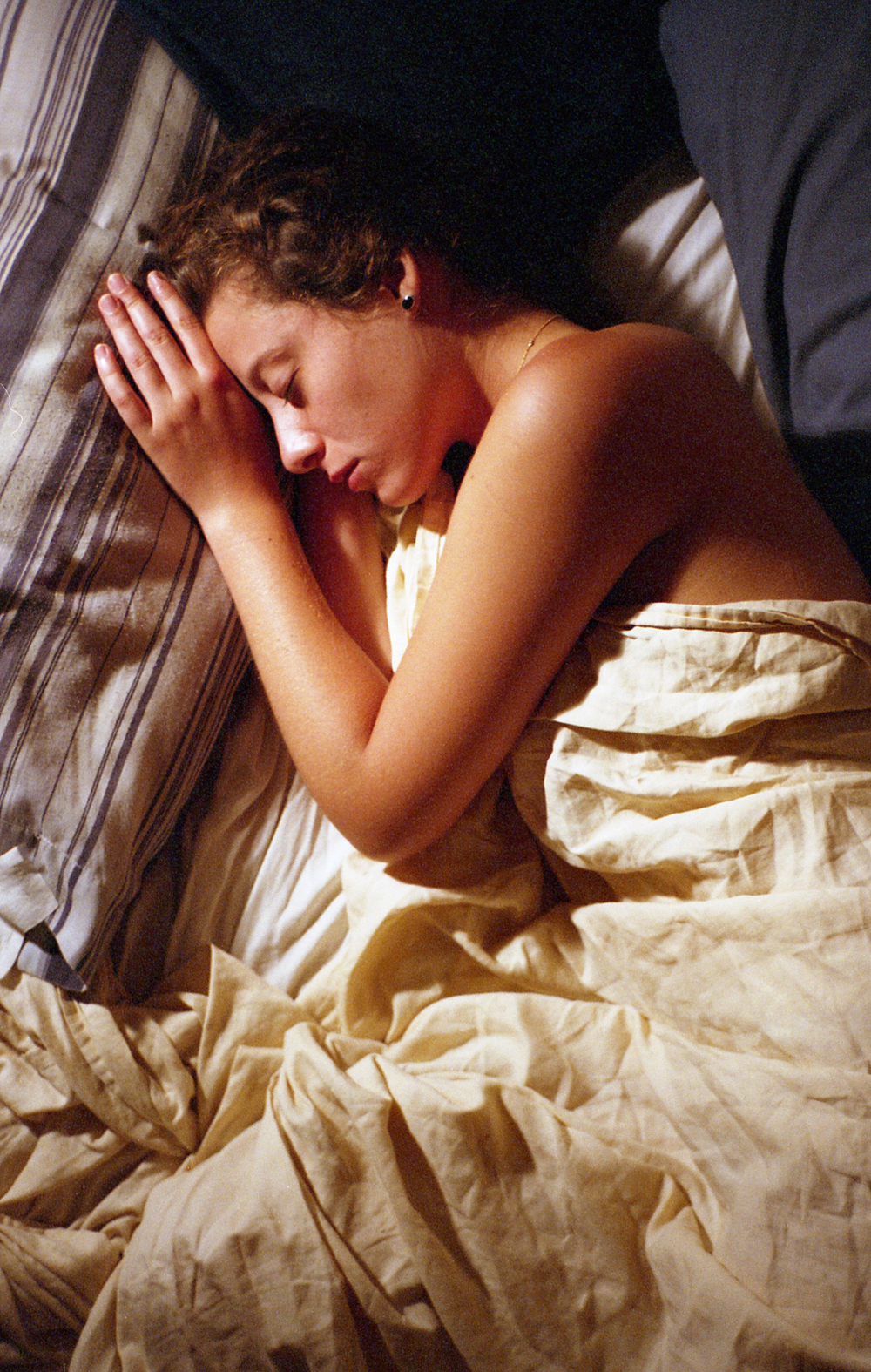 elle_asleep_contax.jpg
