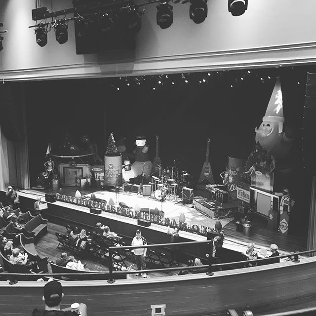 Ready for some @robertearlkeen1 Cosmic Christmas at the Ryman 👌 🔮🎄