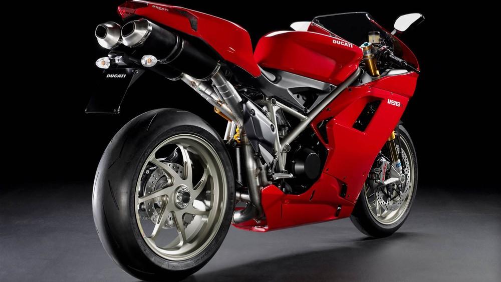 Ducati-1198S-Sportbike-1080x1920.jpg