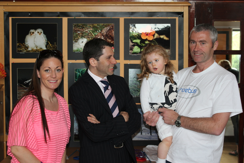 Mr Adel Fattah, Consultant at Alder Hey Hospital meets the Seddon family