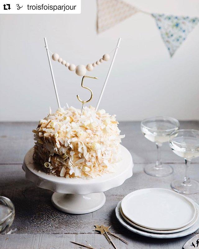 De la belle vaisselle pour vos célébrations! Bon 5 ans à @troisfoisparjour 🎉😉 . . . . #cake #gateau #3foisparjour #celebration #tableware #cakestand #goye #ceramics #porcelaine #porcelain #handmade #shoplocal #collabo #fete #plateau