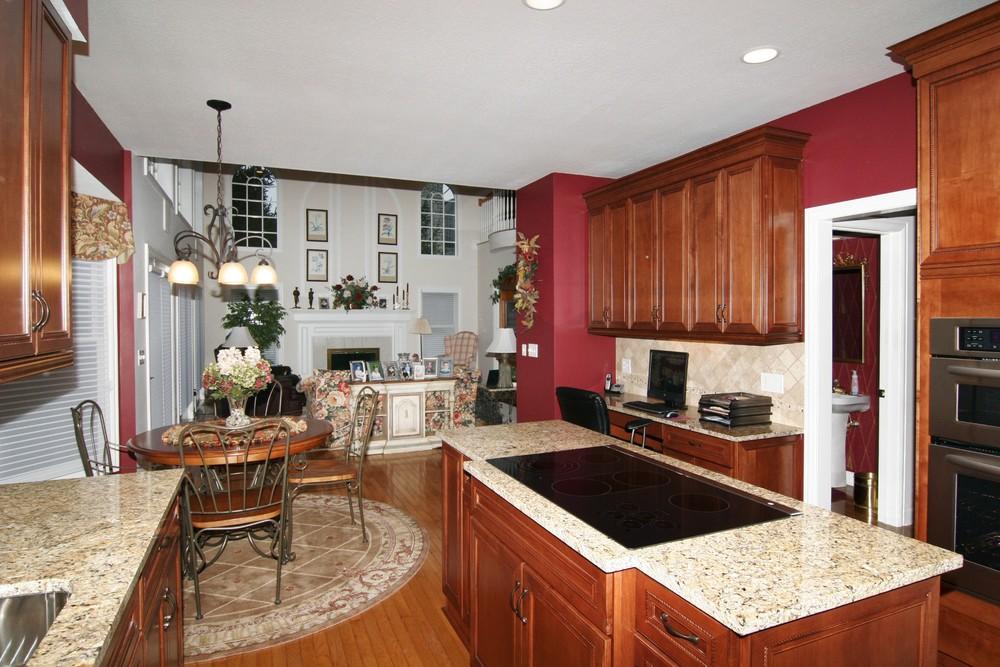 kitchen1001.jpg