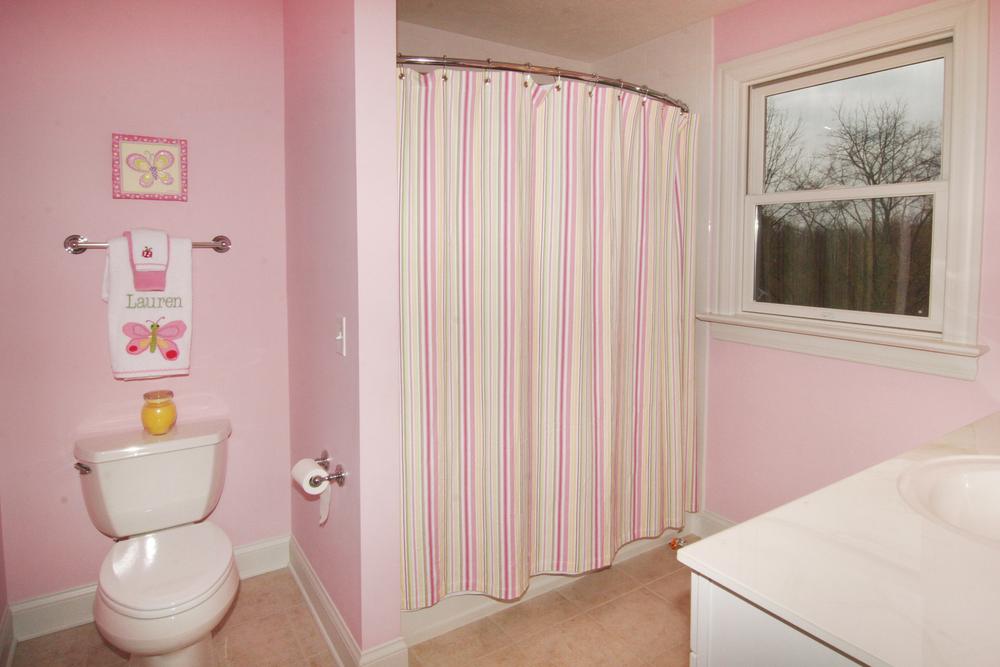 bed2 bath_.JPG