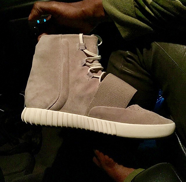 @ibnjasper leaked pictures of the Yeezy 750 Boost.