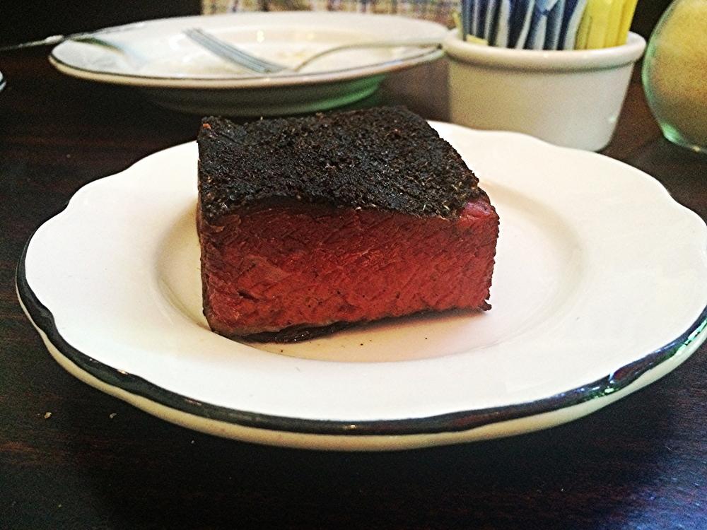 Housemade Patrami . Quando chegou à mesa, por um segundo pensei que fosse um  Brownie . Apenas uma palavra: perfeito!