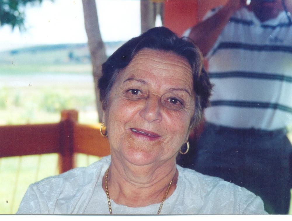 Sempre de colar e batom, dona Teresa era a simplicidade e o amor encarnados. Deixou muitas saudades...
