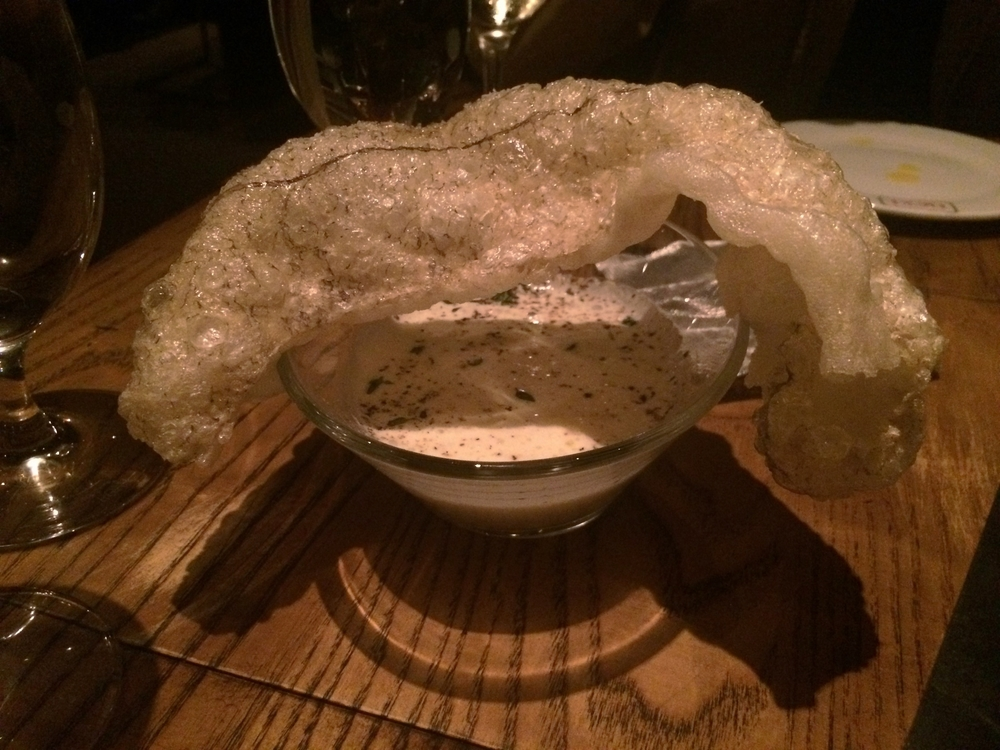 Brandada crujiente : Brandade de bacalhau líquida, com a pele do peixe pururucada.
