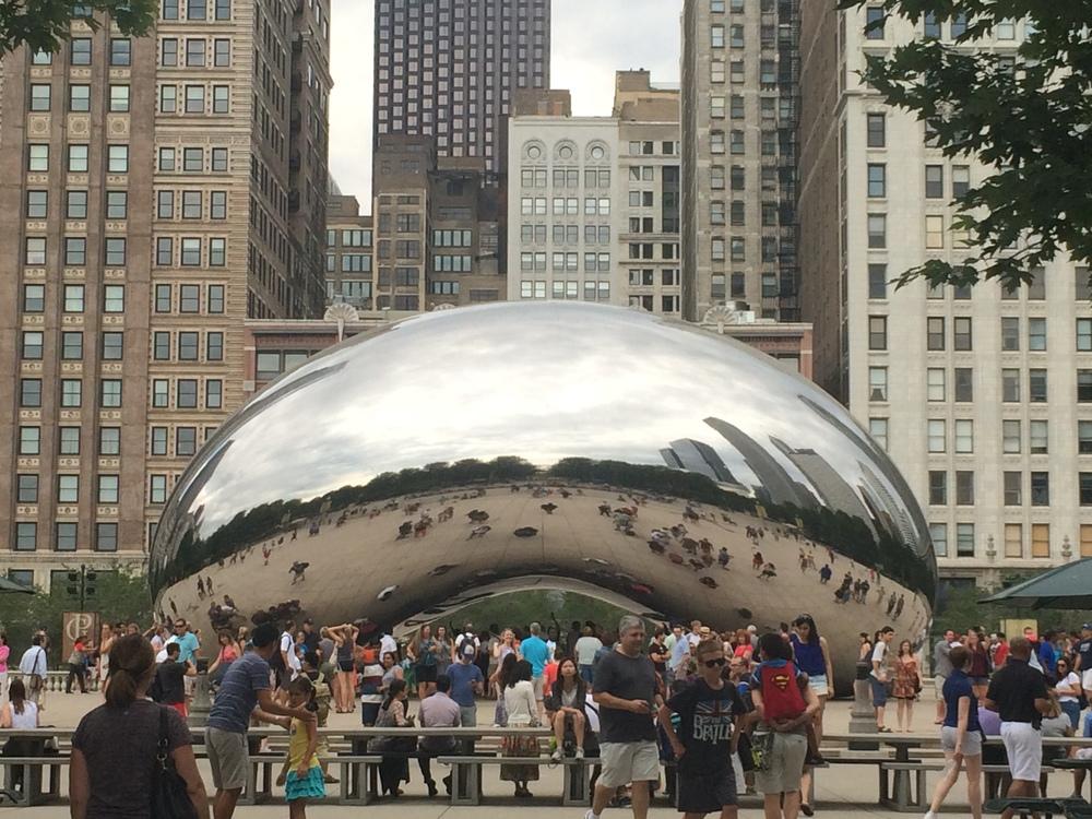 Uma das esculturas mais famosas da cidade,  The Bean , no   Millenium Park  .