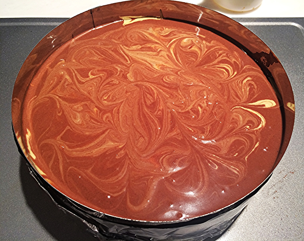 Aqui, como o meu marmorizado acabou se tornando uma camada-cobertura de chocolate. O que eu deveria ter conseguido era o resultado abaixo: