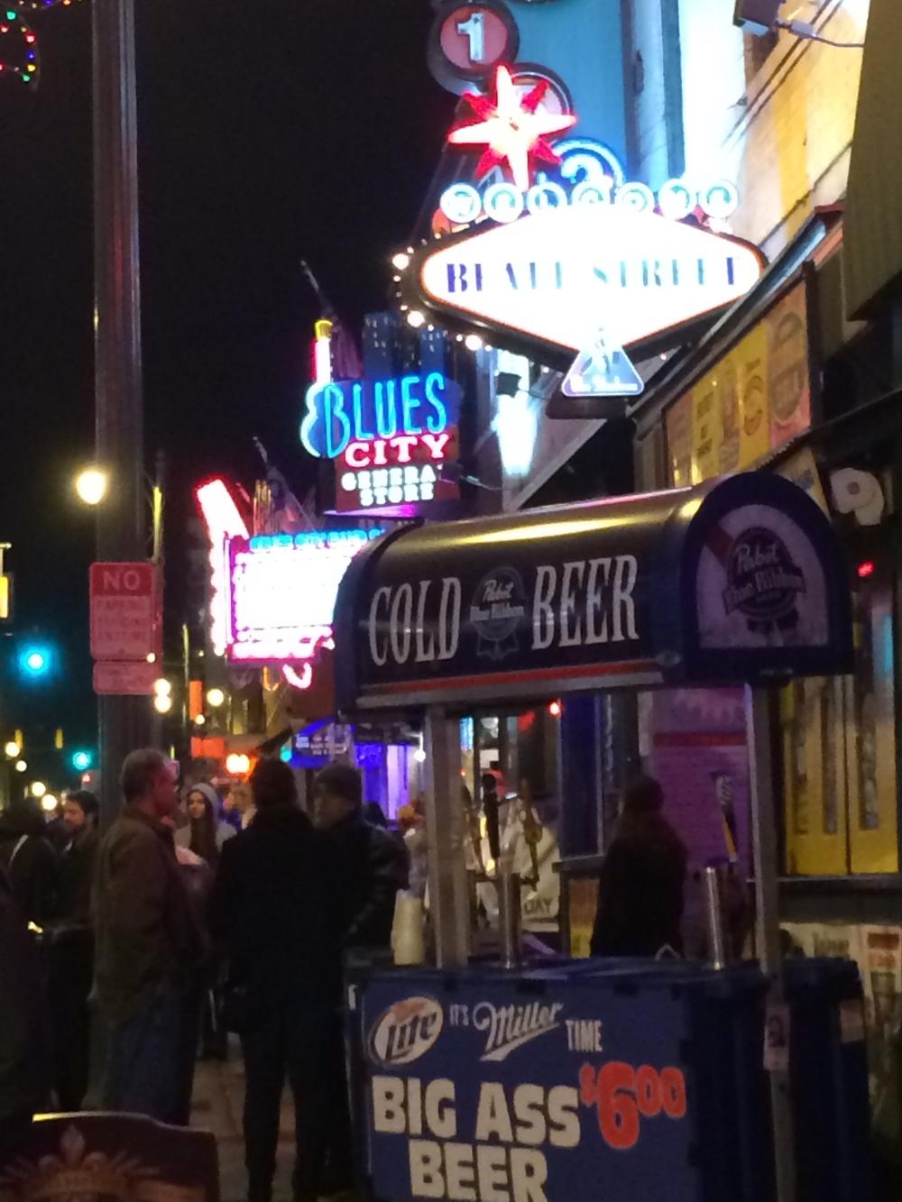 Beale Street  à noite.