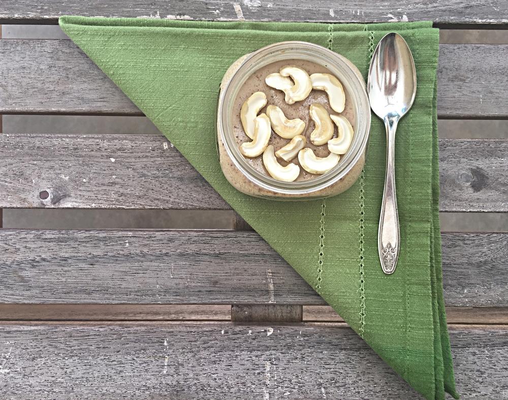 Watalappan : um pudim mais escuro, cor de café com leite,com sabor presente de côco e especiarias, além do sabor característico do  jaggery,  um tipo de rapadura que fazem aqui com açúcar de palma.
