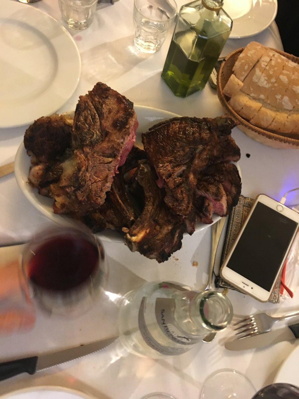 As famosas  Cotolettas! Optamos por um menu fechado. Comida e bebida incluídas e à vontade. E era MUITA comida!