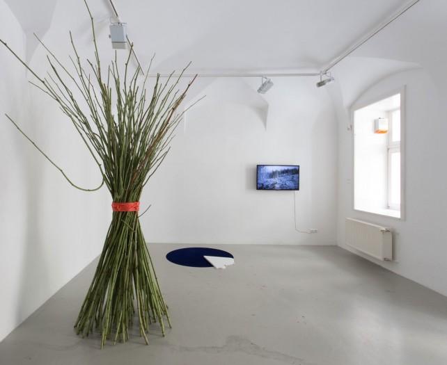 Installation view with works of KITTI GOSZTOLA - BENCE GYÖRGY PÁLINKÁS, ANCA BENERA - ARNOLD ESTEFÁN, Kisterem, 2018