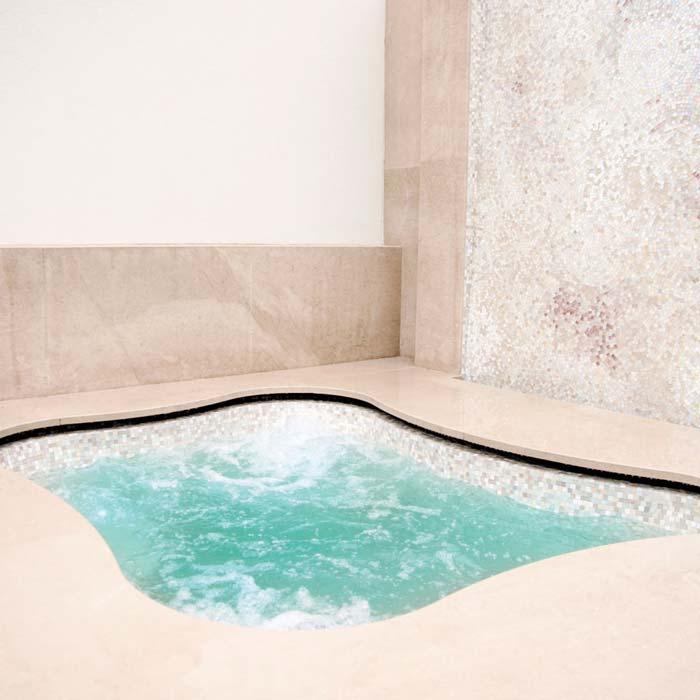 Progettazione e MontaggioPiscina e vasca in polistirolo espanso sul terrazzo in via della Spiga a Milano