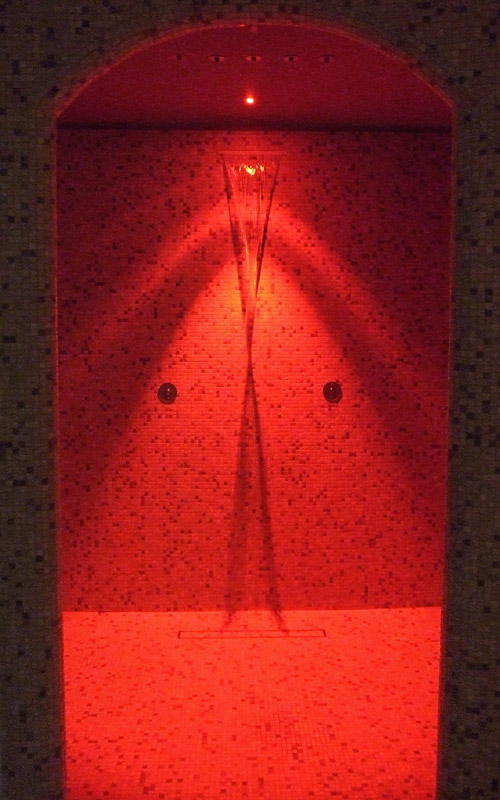 Doccia circolare con doccetta e led //Rounded Shower with LED lights