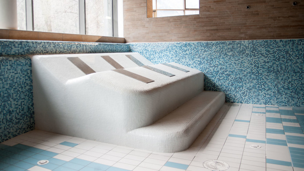 Interni piscina arredo piscina swimming pool 39 s for Arredamento piscine