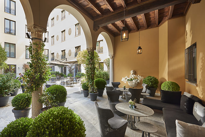 milan-fine-dining-mandarin-bar-courtyard-day.jpeg
