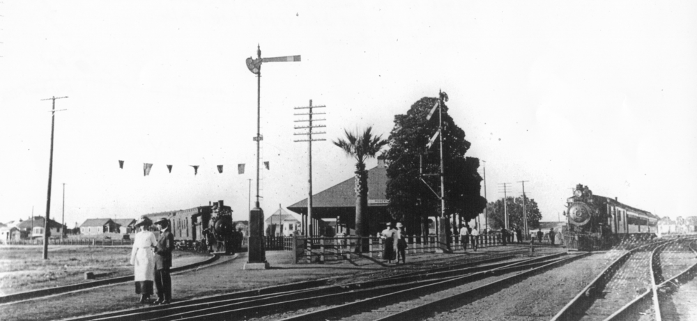 The junction of East-West and the Northern lines at Roseville circa 1915.