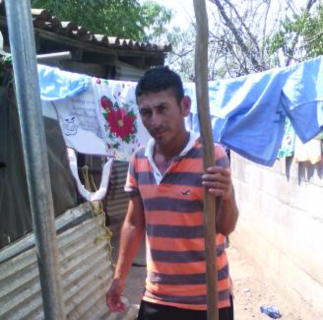 El Salvador:A loan of $300 helped Dolores to purchase fishing nets for his small business.