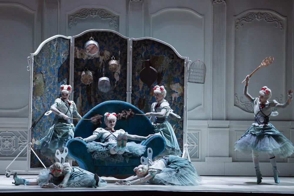 Gioacchino-Rossini-La-Cenerentola-regia-Emma-Dante-®Yasuko-Kageyama-Opera-di-Roma-2015-16-2.jpg