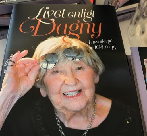 """Dagnys Bok; """"Livet Enligt Dagny, I huvudet på en 104-åring"""""""