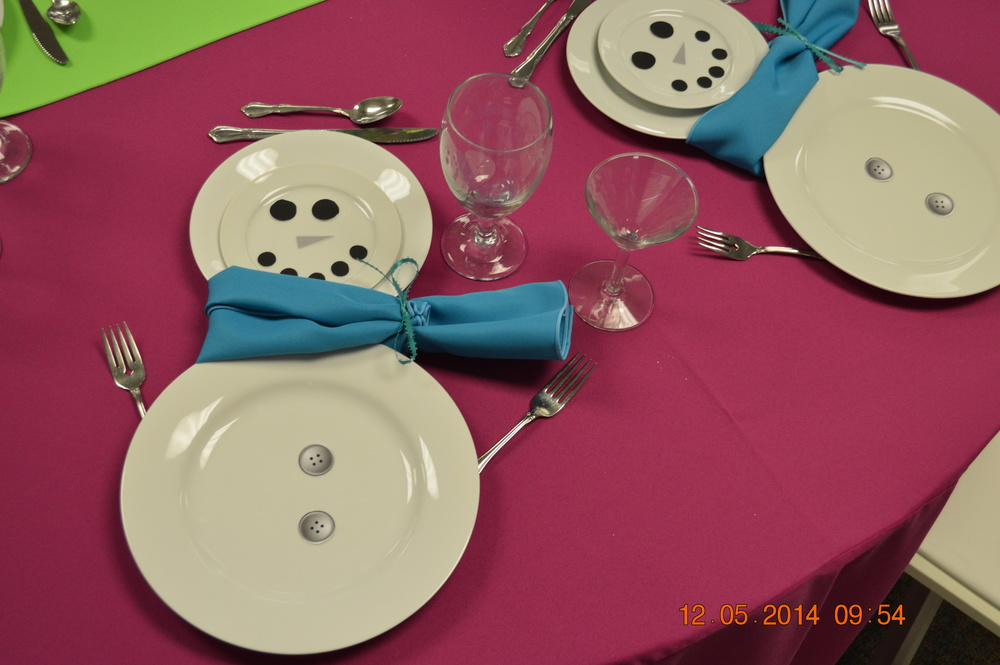 Snowman Table Setting: White china, water goblet, Martini glass, Turquoise napkins, Fuchsia pink linen, Lime green runner