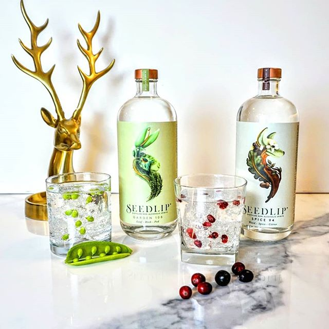 Guys. @immfab found a gem for the mixologists on your gift list. @seedlipdrinks is a true change agent in the industry. They've created the world's first non-alcoholic spirit. Derived from plants, following a centuries old method, Seedlip is copper pot distilled, vegan, and gluten-free. It's also just so pretty. Swipe left, then head to Chew Street to buy a bottle for your favourite foodie ❤️ #foodiegiftguide