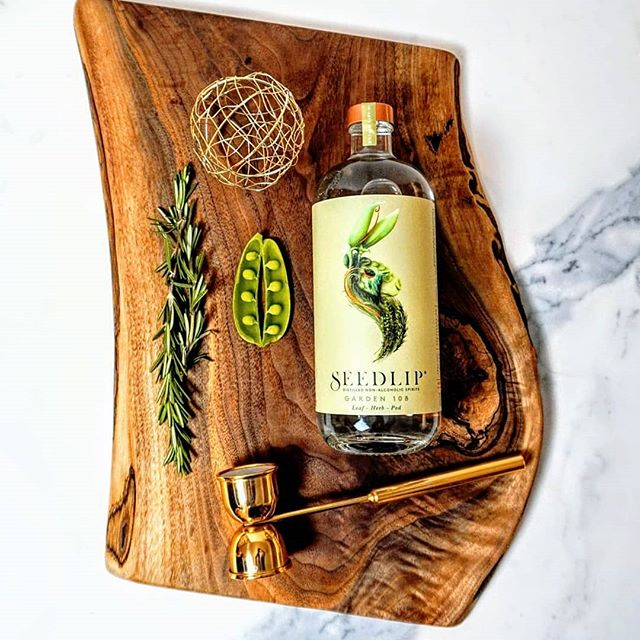 Don't do #dryjanuary without @seedlipdrinks This is a game changer!  Started in a farm kitchen in the UK, this is the world's first plant based non alcoholic spirit  We featured these healty, vegan and gluten free drinks in our Foodie Gift Guide, now @immfab sits down with founder Ben Branson to chat about the new way to drink, and pairing non alcoholic cocktails with your favourite meal. Head to Chew Street for the latest in our #6ixQuestions series. Link in bio. . . . . . . . . . . . . . . . . . . . . . . #mocktails #vegandrinks #glutenfreedrinks  #foodstyling #viewfromabove #postitfortheaesthetic #pursuepretty #blogto #lovelysquares #livebeautifully #imbibe  #cocktailculture #instacocktail #drinkstagram #f52grams #6ixQuestions #ChewStreet #seedlipdrinks