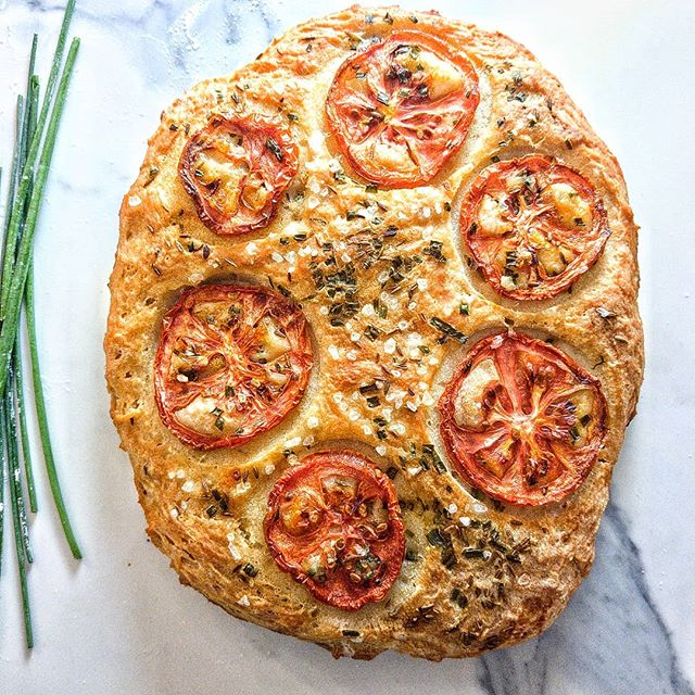 I love the smell of baking bread. ❤️ This Tomato & Cumin Quick Bread recipe works for me because it uses beer ( which  I usually have on hand) so I don't have to worry about yeast ( which I never have on hand). Quick. Easy. No kneading required. Get the recipe at chewstreet.com . . . . . . . . . . . . . . . . . . #quickbread #thebakefeed #f52grams #viewfromabove #beautifulcuisines #foodphotography #bakersofinstagram #easyrecipes #recipeoftheday #foodstyling #foodinspiration #eatbasically #eattheworld #blackfoodbloggers #fbcigers #viewfromabove #postitfortheaesthetic #postitlicious #ChewStreet