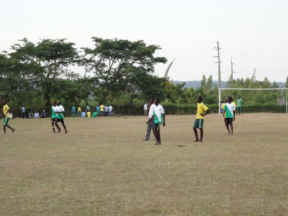 Asembo Footballers with 6.jpg