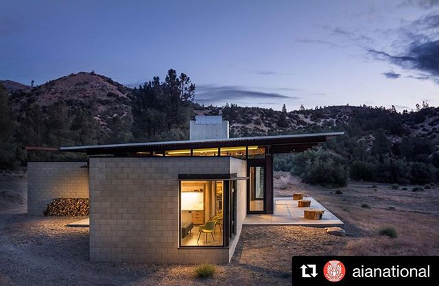 One of my favorite images and one of my favorite photo shoots. Such a wonderful place to experience. @aianational ・・・ 2018 COTE Top Ten: Sawmill in Tehachapi, California. Architect: @olsonkundig. Photo: @gabeborder.  Set in California's harsh Mojave Desert, Sawmill offers a new model for the sustainable single-family home. The client brief called for a self-sufficient home that maximized connection between architecture and nature, and between family members inside. The 5,200 SF concrete block, steel and glass home is designed to stand up to the severe climate of the fire-prone Tehachapi Mountains. Demonstrating that high design can also be high performance, Sawmill is a net-zero home that operates completely off the grid. #edodegin #netzero #residentialarchitecture #homedesign #califoniahomes #californiadesign