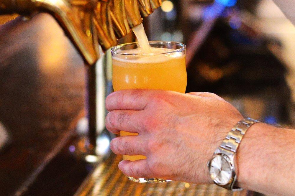 drh_2018-beverages-draft-pour-1-1500-hor.jpg