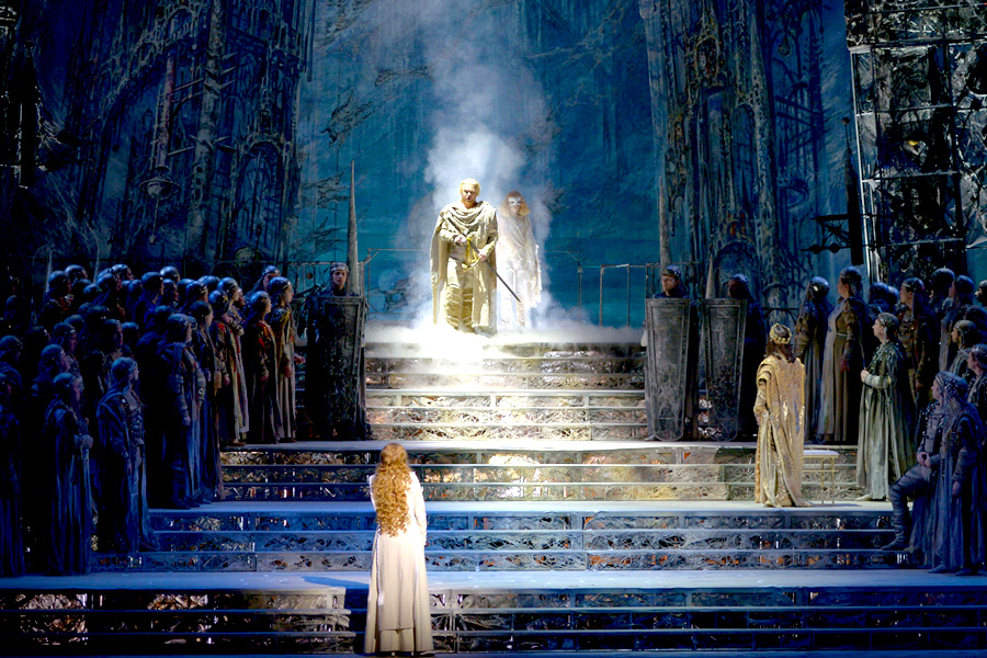 Lohengrin appearing in a column of light