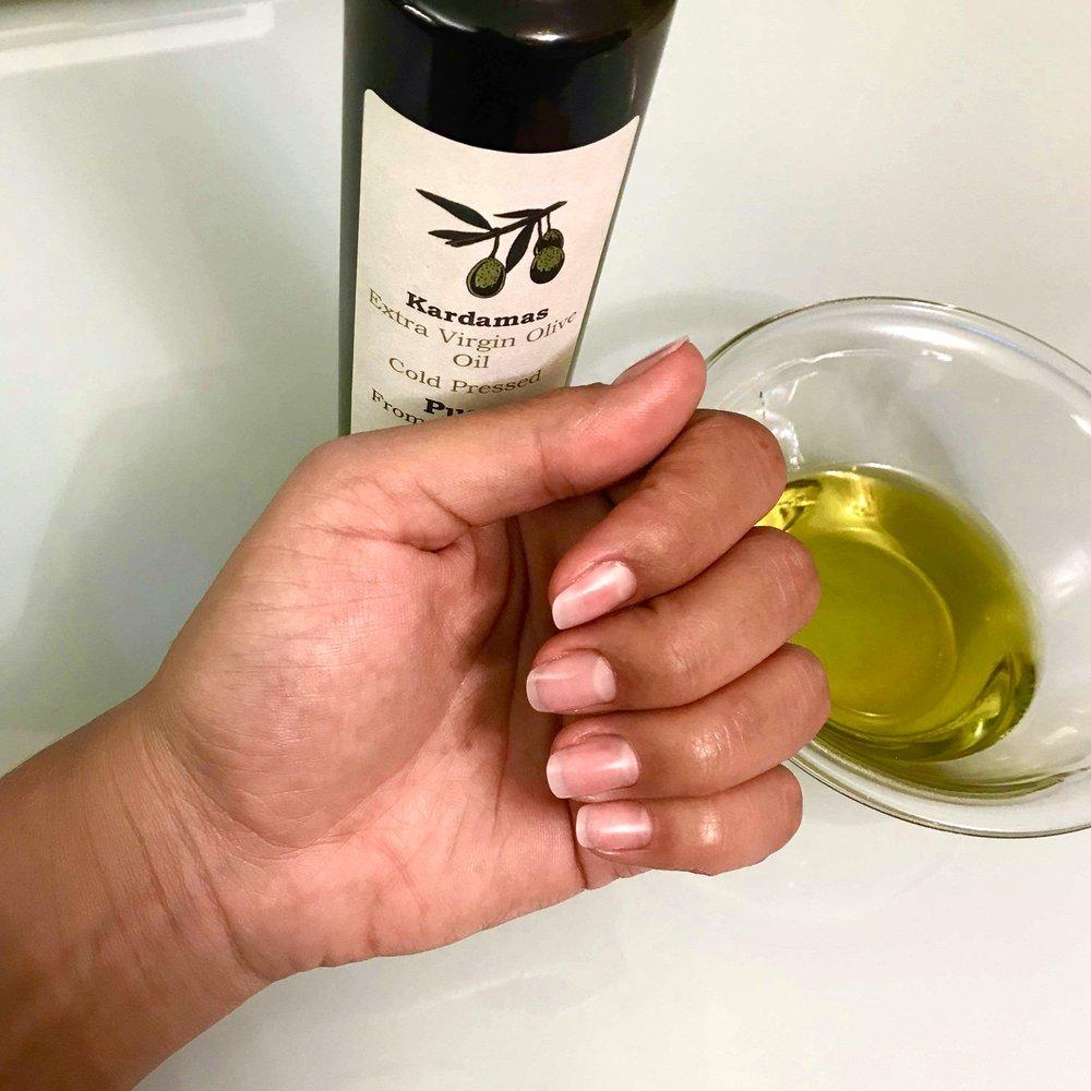 diy-extra-virgin-olive-oil-nail-treatment-min.jpeg