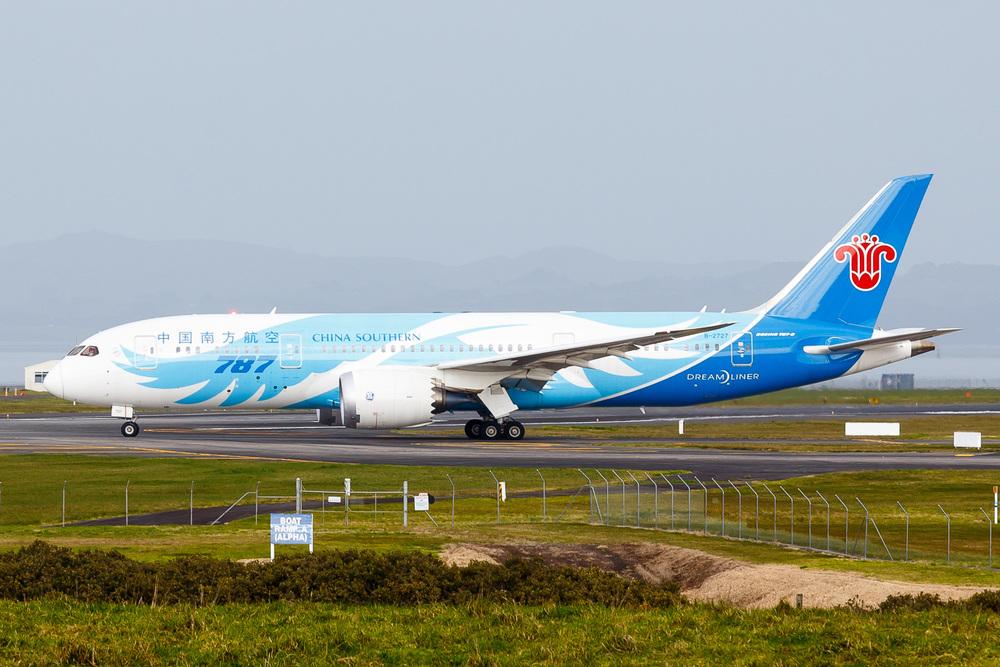 China Southern Boeing 787-8 B-2727