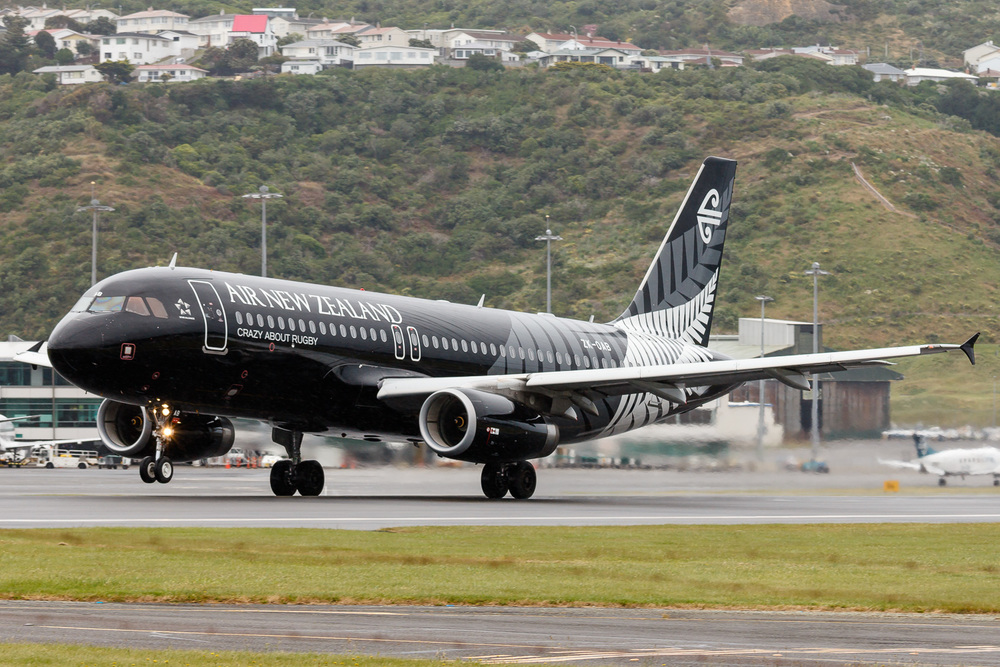 An early rotate for NZ426 to Auckland. A320 ZK-OAB departing runway 34 at Wellington