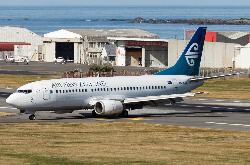 Air New Zealand Boeing 737-300 ZK-NGR arriving in Wellington.