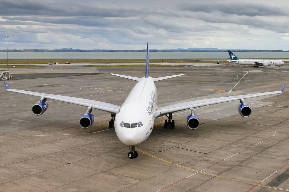 Airbus A340-200, LV-ZPX, NZAA