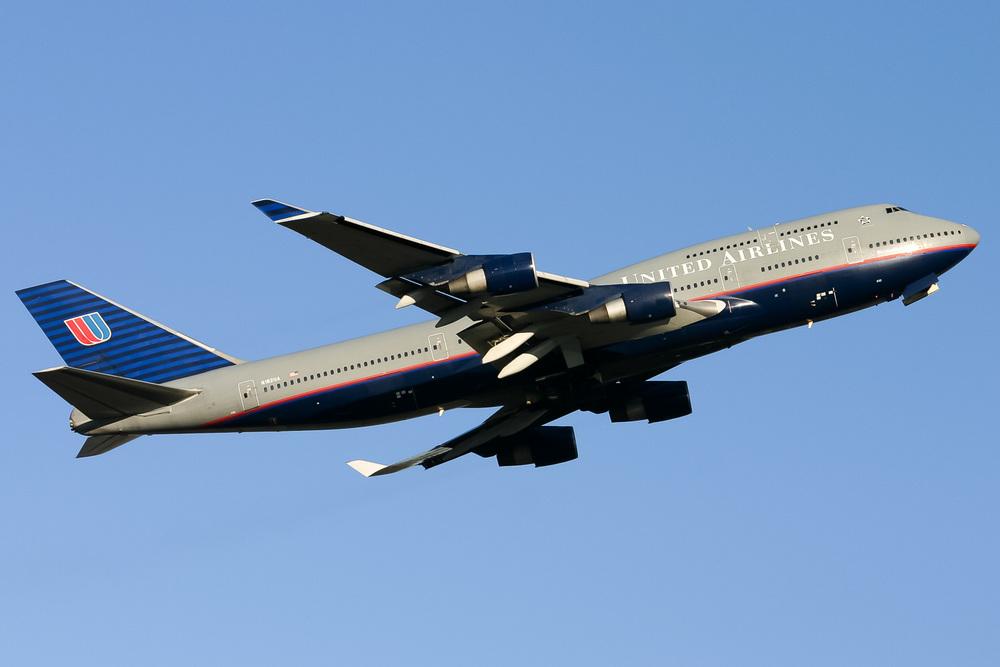 Boeing 747-400, N182UA, YSSY