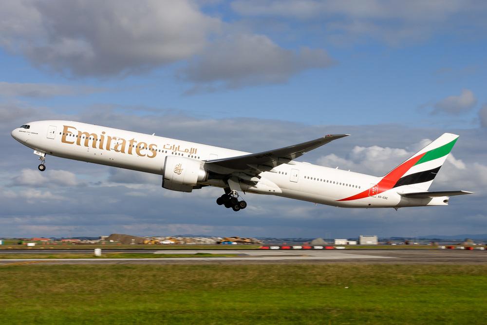 Boeing 777-300ER, A6-EBE, NZAA