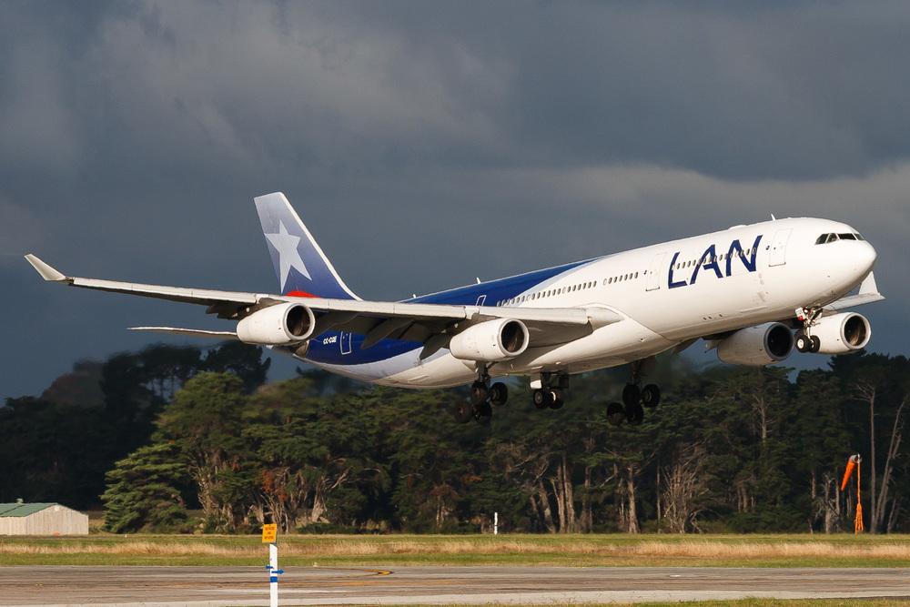 Airbus A340-300, CC-CQE, NZAA