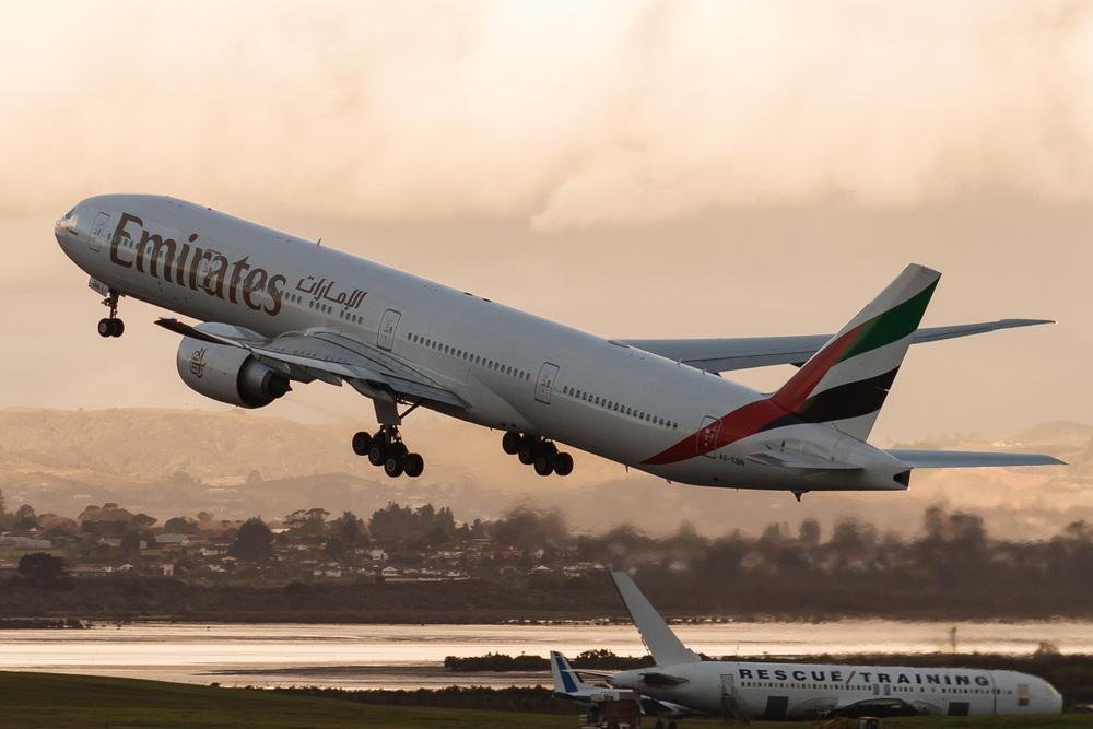 Boeing 777-300ER, A6-EBN, NZAA