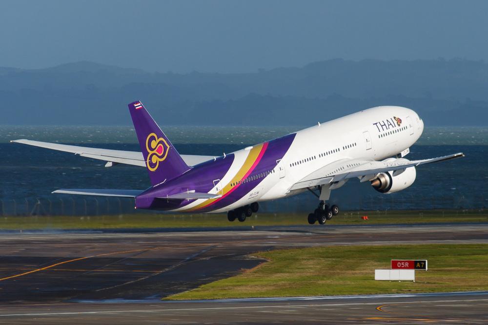 Boeing 777-200ER, HS-TJW, NZAA