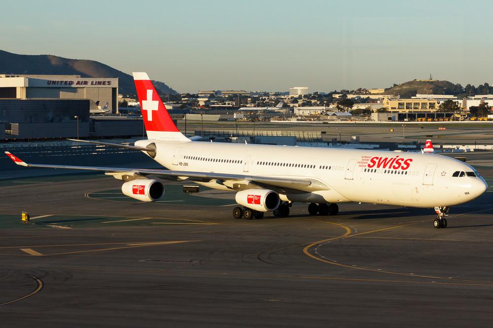 Airbus A340-300, HB-JMK, KSFO
