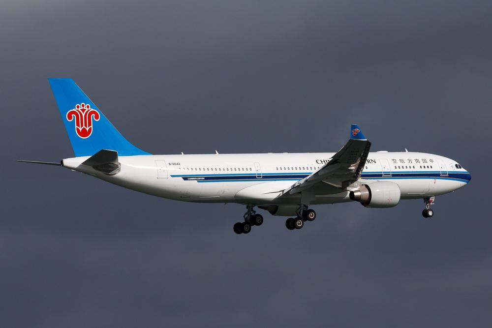 Airbus A330-200, B-6542, NZAA