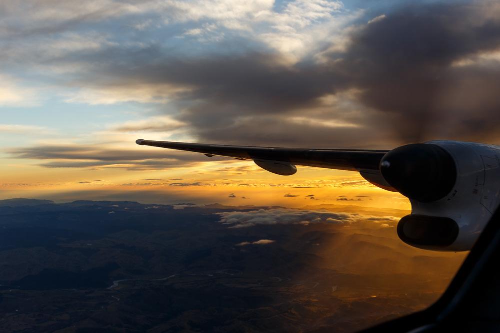 Bombardier Dash 8 Q300, departing NZGS