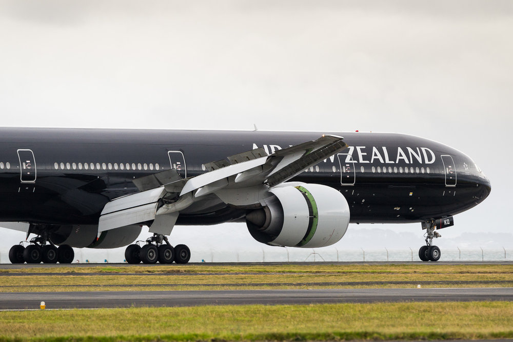 Air New Zealand Boeing 777-300ER ZK-OKQ arriving on 23L at Auckland as NZ104 from Sydney. January 2017