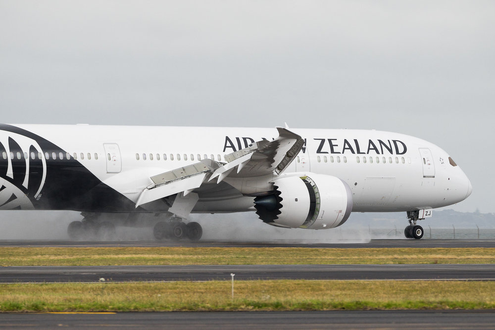 Air New Zealand Boeing 787-9 ZK-NZJ arriving on 23L at Auckland as NZ295 from Apia. January 2017