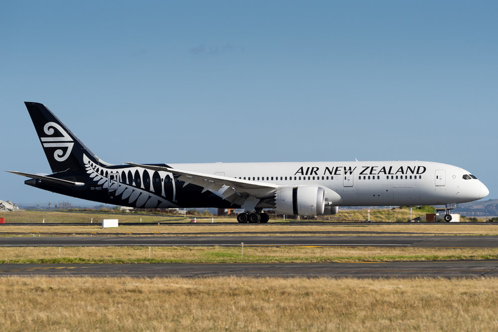 Air New Zealand Boeing 787-9 ZK-NZC arriving on 23L at Auckland. January 2017.
