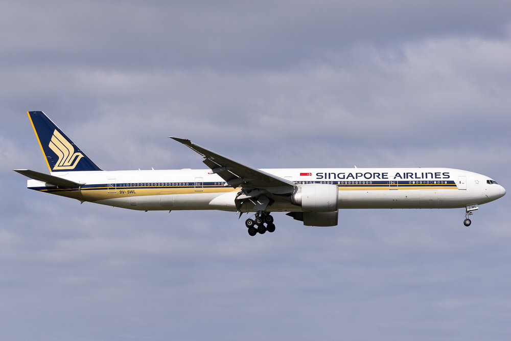 Singapore Airlines Boeing 777-300ER 9V-SWL arriving in Auckland. May 2016.